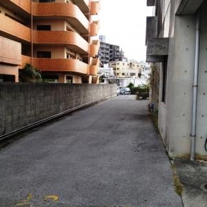 コンパクト感絶妙マンション♪ 近隣契約駐車場へのアプローチ