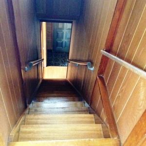 忍法、葉隠れの術! 階段