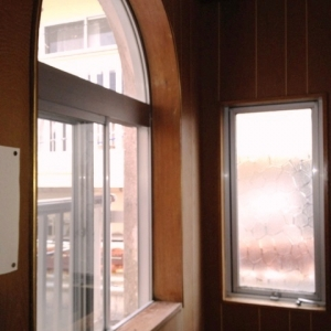 シェアハウス気分上々↑↑  2F踊場窓