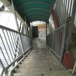 二世帯住宅大作戦! 2屋:屋根付き外階段