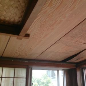 和室天井。