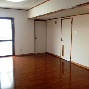 ハーフ&ハーフ ダイニングと浴室へのドア