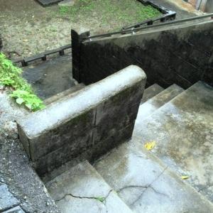 高低差が育む静寂・・・  階段~敷地へ下ル